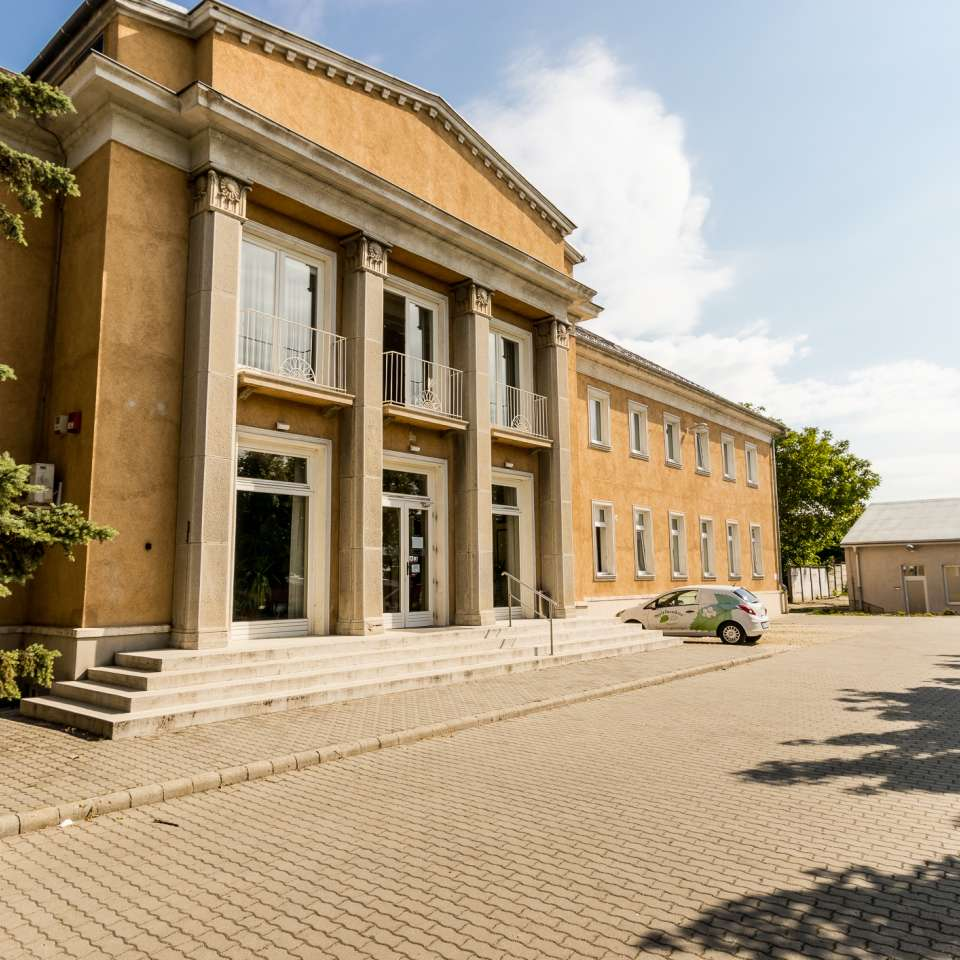 Usage: Commercial,Area: 2300m²,Country: Hungary