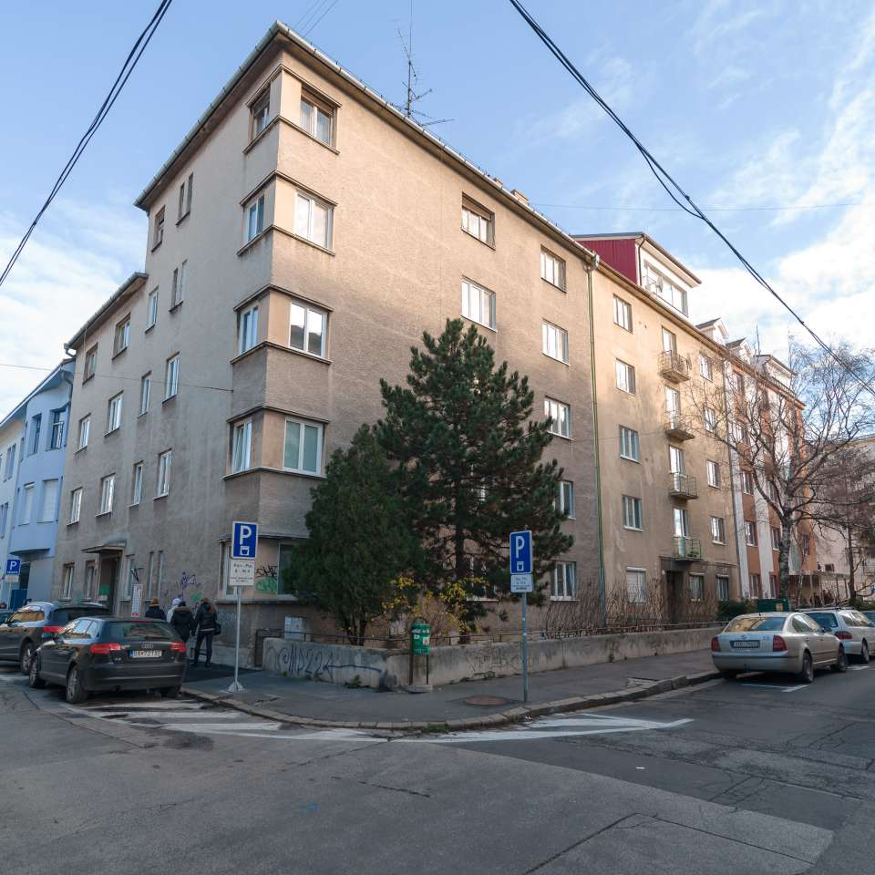 Usage: Residential,Area: 929m²,Country: Slovakia