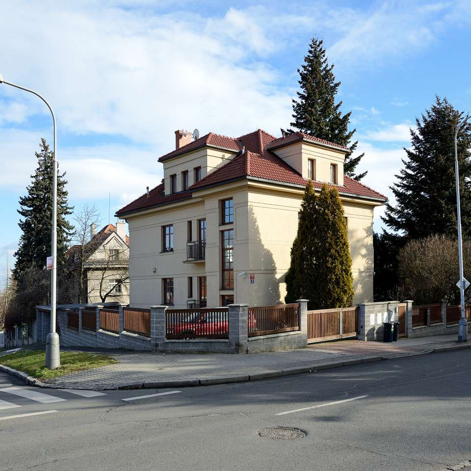 Usage: Residential,Area: 452m²,Country: Czech Republic
